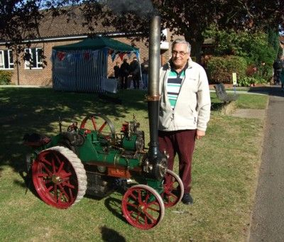 Tom Cornwell with steam engine, 22.9.12